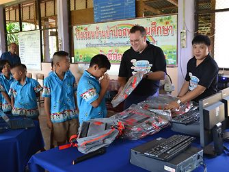 Ben van den Hende, Corporate Vice-President, Supply Chain, Beauty Care, Henkel Asia-Pacific, presenting the computer sets to the children